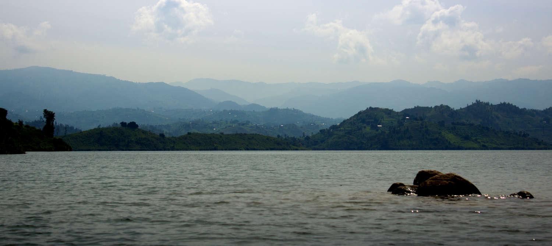 Der Kivu-See in der Dämmerung